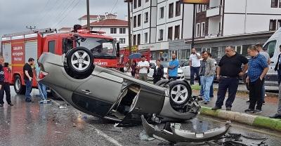 Sakarya'da iki otomobil çarpıştı: 4'ü çocuk, 7 yaralı