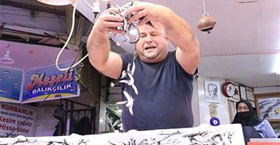 Karadeniz'deki Hamsi Bolluğu Balıkçı Tezgahlarını Şenlendirdi