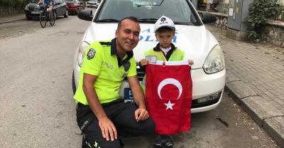 Polis ağabeylerinden Doruk'a sürpriz ziyaret