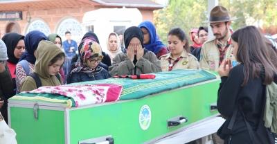 Kazada ölen lise öğrencisi toprağa verildi