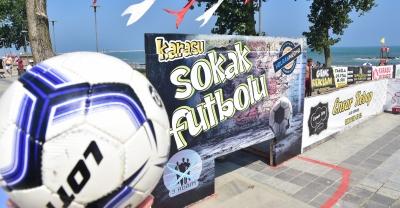 """""""Karasu'da Etkinlikler Plaj Voleybolu ve Sokak Futbolu ile Devam Etti"""""""