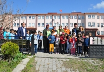 Pamukova'da öğrenciler meyve fidanı dikti
